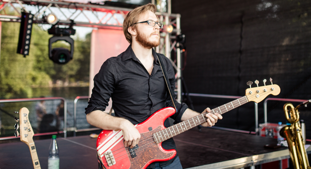 Bassist Stefan Mehren